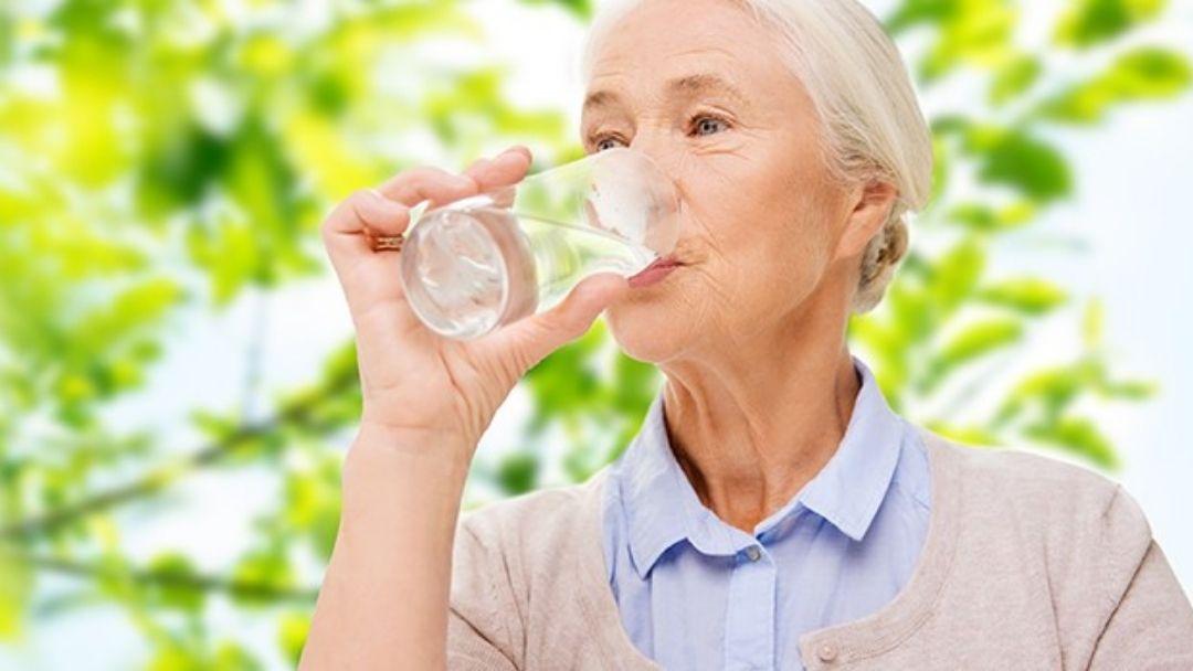 Thiếu nước là một nguyên nhân gây ung thư đại tràng ở người cao tuổi