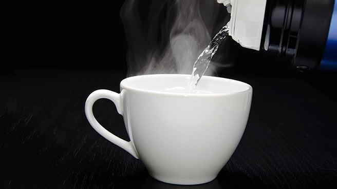 Đồ uống nóng trên 65° C sẽ làm tăng nguy cơ ung thư thực quản