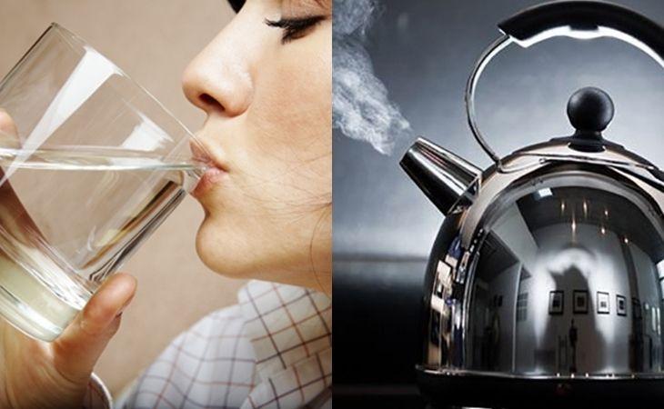 Uống nước đun sôi để nguội là biện pháp đơn giản nhưng hiệu quả để tiêu diệt vi khuẩn trong nước