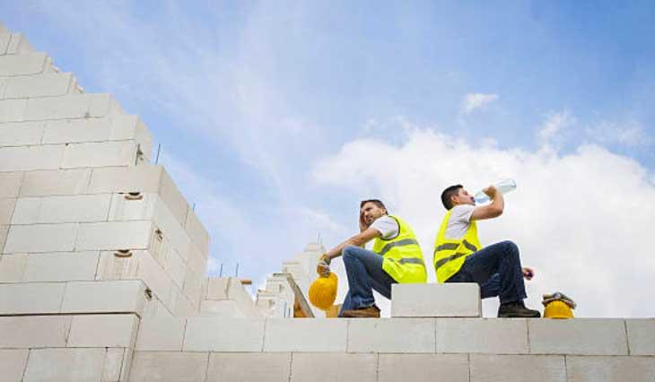Cần bổ sung nước đầy đủ khi làm việc ngoài trời và trong môi trường ẩm nóng
