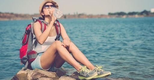 Nước khoáng là loại nước phù hợp cho người đi du lịch