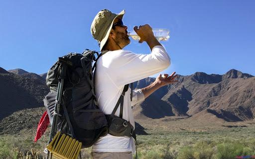 Nước uống là hành trang không thể thiếu khi đi du lịch