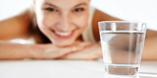 Mỗi ngày, bạn cần cung cấp 40ml nước khoáng/ 1kg trọng lượng cơ thể