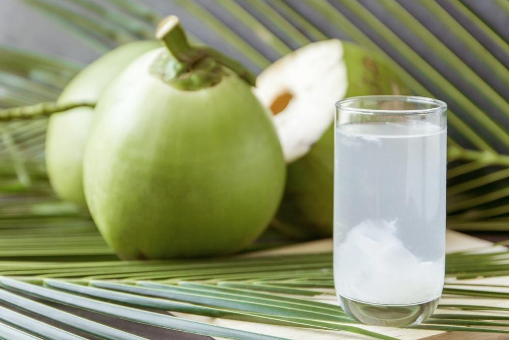 Nước dừa là đồ mát nhưng không nên sử dụng thường xuyên