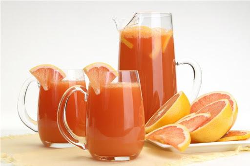 Bổ sung vitamin C vào mùa hè với đồ uống như nước ép chanh bưởi